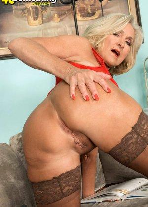 Женщина в преклонном возрасте показывает свое хорошее тело - фото 5- фото 5- фото 5
