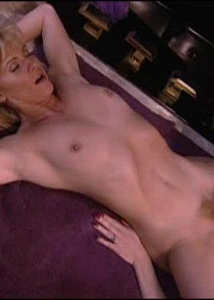 Джинджер Линн Аллен - блондинка, которая готова ко многим экспериментам, лишь бы не было скучно - фото 1