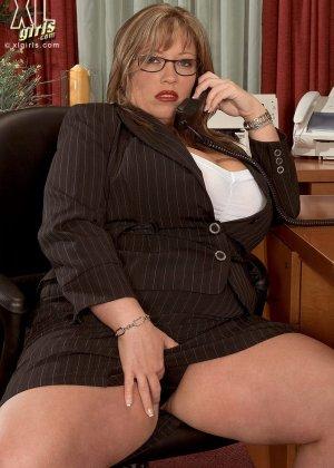 Женщина с огромными формами просто поражает своей внешностью, у нее нереальные объемы - фото 2