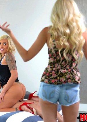 Две шикарные блондинки поражают своей красотой - фото 6- фото 6- фото 6