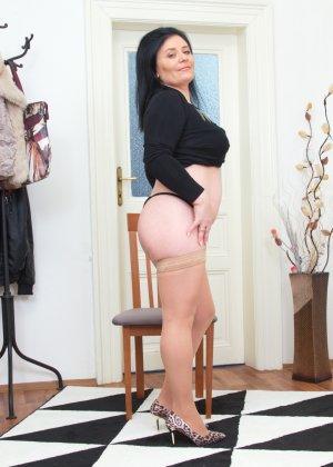 Зрелая женщина в теле показывает себя со всех сторон - фото 15- фото 15- фото 15