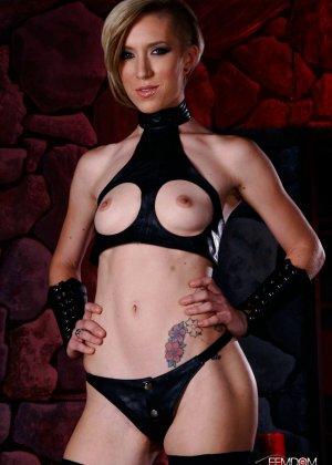 Майя Дэвис обличается в сексуальный наряд и показывает свое красивое тело всем мужчинам - фото 3