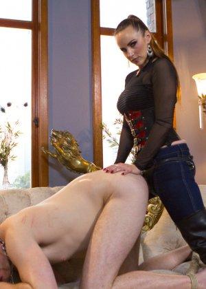 Бэлла Росси любит доминировать - ее партнер исполняет все желания, а затем трахает в пизденку - фото 14