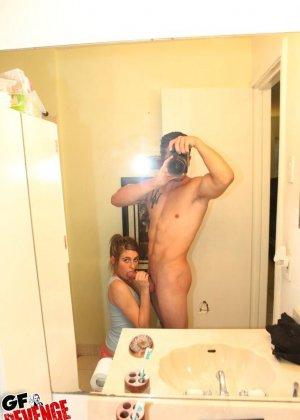 Миа приглашает подружку для того, чтобы ее парень трахнул их обоих и посмотрел на лесби-игры - фото 4
