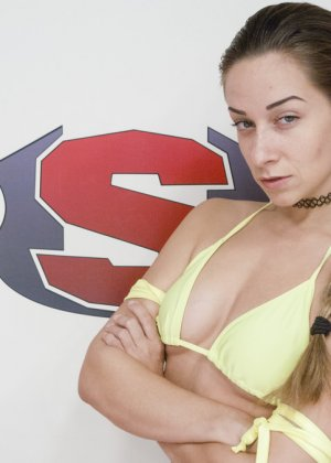 Борьба на ринге двух девушек резко переросла в лесбийский секс - фото 2