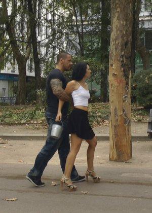 Роб Дизель заставляет Памелу Санчез ходит с голой попкой по улицам - фото 2