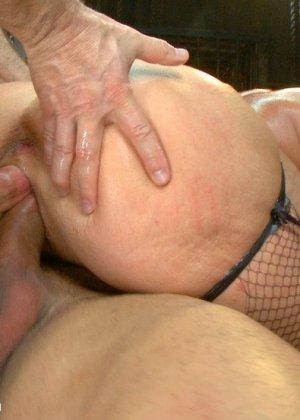 Пышногрудую красотку жарят одновременно два парня которые давно хотели её - фото 10