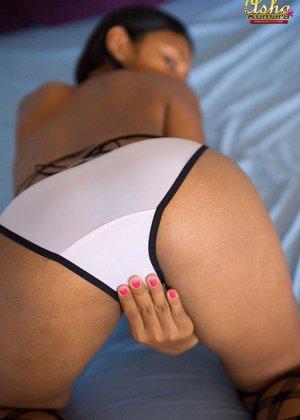 Стройная индийская девушка Деси соблазняет зрителей своим телом - фото 10
