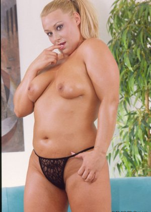 Никита Дивайн показывает свое тело и дает рассмотреть свою пизденку с пирсингом - фото 6