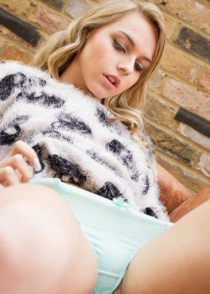 Хлоя Той – красивая блондинка, которая снимает с себя всё и демонстрирует молодое тело без одежды - фото 3