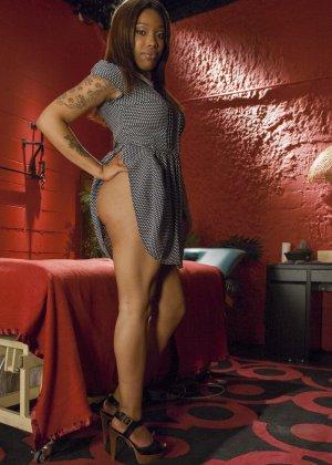 Лесбиянка Джессика Фокс открыла массажный кабинет, чтобы приставать к клиенткам с влажными промежностями - фото 1