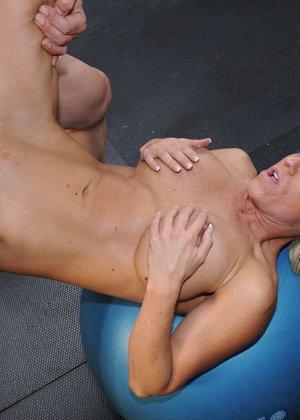 Эшли Чембрерс проводит много времени в тренажерном зале и там же она оказывается оттраханной - фото 5