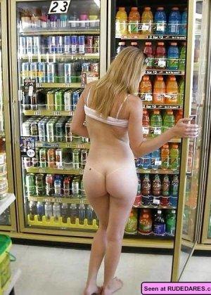 Множество  сексуальных девушек ходят голыми везде, их можно увидеть в автобусе и в магазине - фото 12