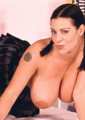 Линси Даун МакКензи просто шокирует своим внешним видом – ее буфера просто огромны и необъятны - фото 10