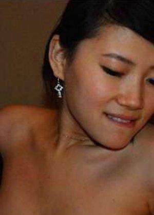 Грудастая азиатка в белом белье хвастается большими дойками - фото 5