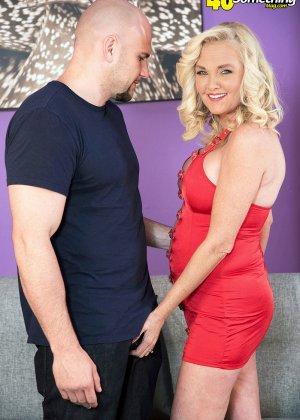 Блондинка наказала своего зрелого мужа который долго гулял на стороне - фото 3