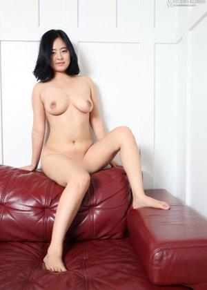Красивая милашка азиатской внешности сбрасывает с себя лишнюю одежду и показывает грудь - фото 67 - фото 67 - фото 67