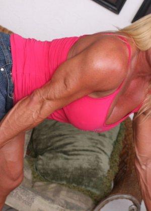 Женщина-бодибилдерша очень напоминает внешне мужчину, но всё же ее нутро говорит о женственности - фото 4
