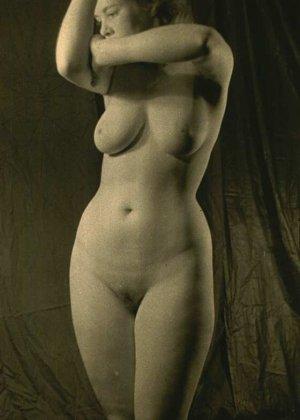 Очень старые фотографии показывают обнаженное тело женщины, которая не знала о существовании бритвы - фото 6