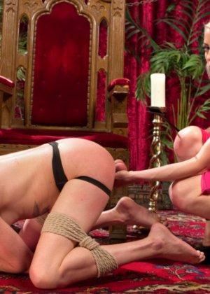 Лорелай Ли наказывает своего мужа страпоном и приглашает на секс вечеринку его лучшего друга с большим писюном - фото 5