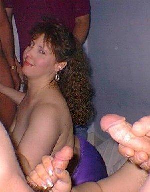 Маруха с большими дойками сосет хуй своему клиенту с большим аппетитом - фото 2- фото 2- фото 2