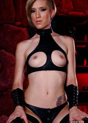 Майя Дэвис обличается в сексуальный наряд и показывает свое красивое тело всем мужчинам - фото 6