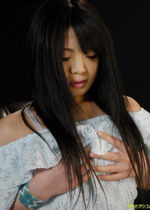Молодая азиатка дебютировала в своем первом порно видео - фото 11