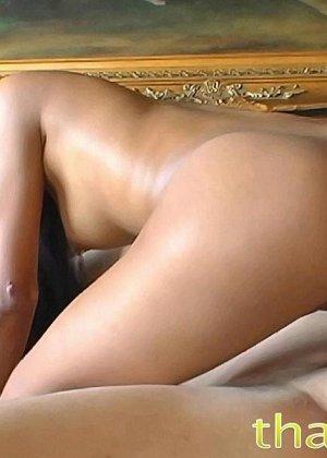 Азиатская с красивыми сиськами занимается вагинальным сексом в разных позах - фото 11