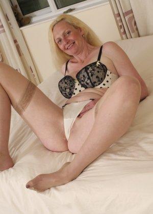 Британская зрелая женщина показывает свое тело, не стесняясь того, что она уже немолода - фото 10