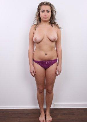 Телка с большими дойками роставила ножки на порно пробах - фото 7