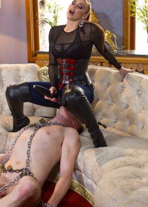 Бэлла Росси любит доминировать - ее партнер исполняет все желания, а затем трахает в пизденку - фото 10