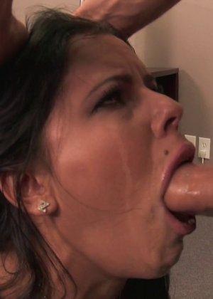 Классический секс между сисек и раком с сексуальной секретаршей - фото 7