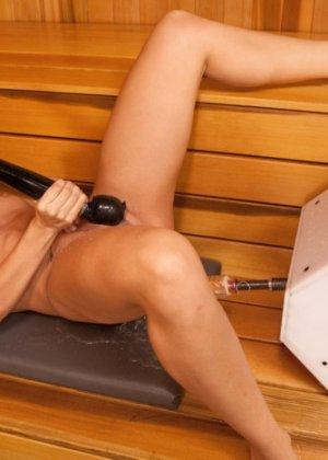 Кэссиди Кляйн пробует на себе секс-машину и получает от этого большое удовольствие, ведь каждое движение так возбуждает - фото 12