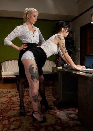Криста Каос и Лорелей Ли пробуют нестандартные методы получения удовольствия - фото 4- фото 4- фото 4