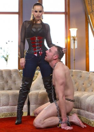 Бэлла Росси любит доминировать - ее партнер исполняет все желания, а затем трахает в пизденку - фото 9