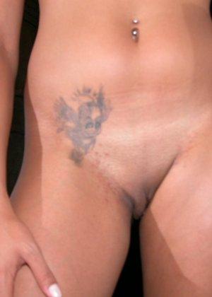 Горячая бразильянка забывает о стеснении и показывает свое смуглое тело перед камерой - фото 7