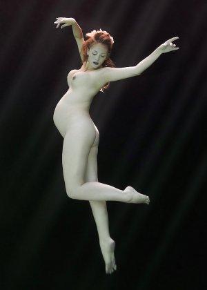 Самые разные будущие мамочки показывают степень своей развратности, полностью раздеваясь перед камерой - фото 1