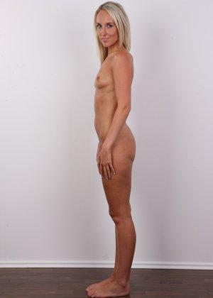 Сексуальная девчонка на порно кастинге продемонстрировала голенькое тело - фото 9