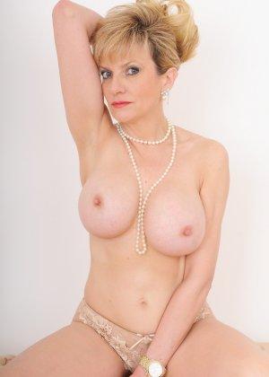 Леди Соня – зрелая блондинка, которая показывает себя со всех сторон, представляя самые выгодные части тела - фото 15