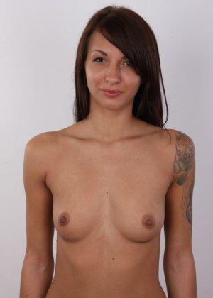 Красивая чешская проститутка снимается ради денег голой - фото 8