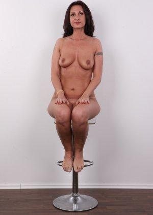 Зрелая брюнетка показывает свое немолодое тело - фото 13- фото 13- фото 13