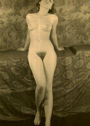 Очень старые фотографии показывают обнаженное тело женщины, которая не знала о существовании бритвы - фото 12