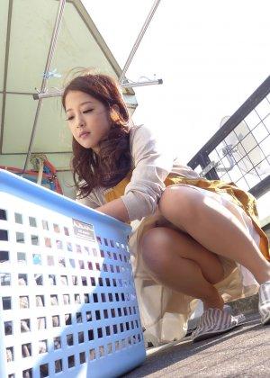 Японская модель после долгой мастурбации занимается сексом - фото 14