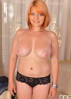 Чужая зрелая жена зарабатывает бабки оголяя свое прекрасное тело - фото 2