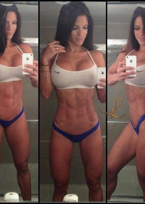 Симпатичные девушки радуют своих зрителей красивыми телами - фото 14
