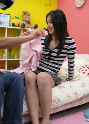Азиатская медсестра трахается на дому у парня который её вызвал - фото 3