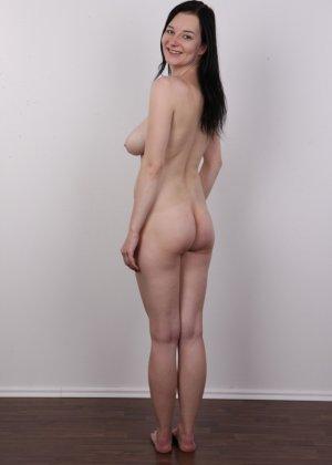 В чешском кастинге девушка решает показать всю себя без одежды и не стесняется камеры - фото 15