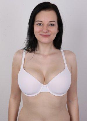 В чешском кастинге девушка решает показать всю себя без одежды и не стесняется камеры - фото 5
