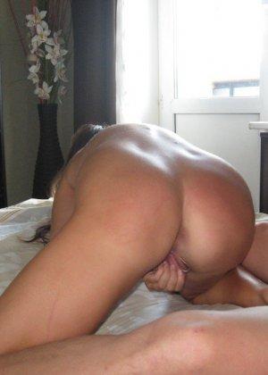 Сексуальная жена хорошенько отдыхает без одежды - фото 19