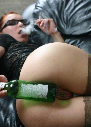Ванда - рисковая женщина, которая может позволить себе многое, даже вставить бутылку дном - фото 12